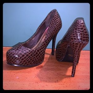 Shoedazzle Size 10 Faux Snakeskin Almond Toe Pumps